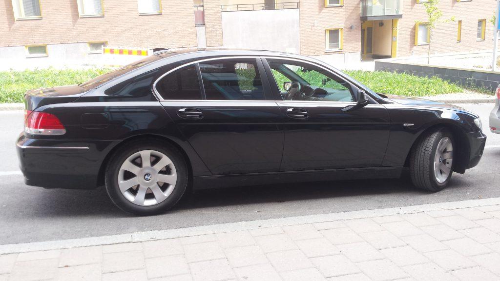 BMW lasien tummennus
