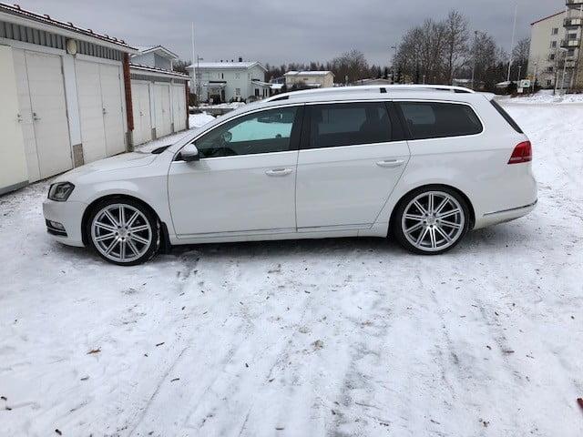 Volkswagen Passat tummennus