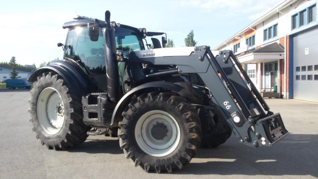 Traktorin aurinkosuojakalvot